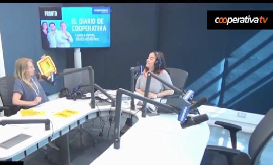 Sylvia demostrando ritos Feng Shui en radio Cooperativa-2016-2017